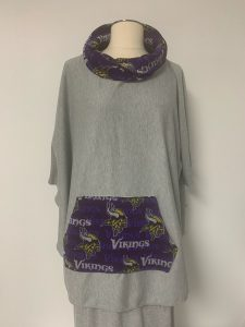 604 poncho viking pocket and collar