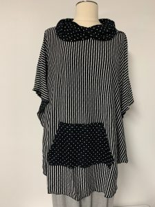606 poncho black white with pocket
